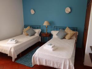 A bed or beds in a room at Meia Praia Beach House