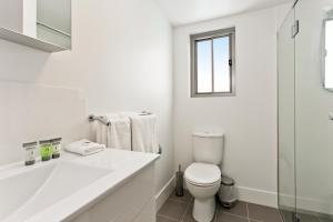 A bathroom at Arise Princess Regent Apartments