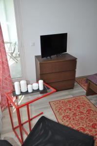 A television and/or entertainment center at Apartment Matrix Summerland