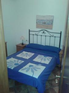 A bed or beds in a room at El Pescador