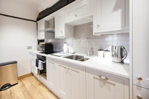 A kitchen or kitchenette at The Old Rectory Estate