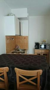 A kitchen or kitchenette at Appartement Les Tilleuls