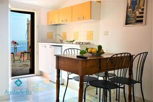 A kitchen or kitchenette at Villa Santa Sofia