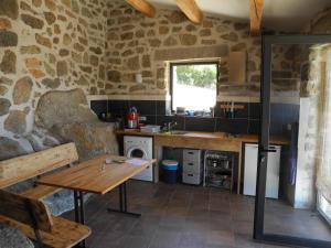 A kitchen or kitchenette at Casa Lysandra