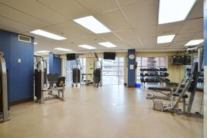 The fitness center and/or fitness facilities at Executive Furnished Properties North York