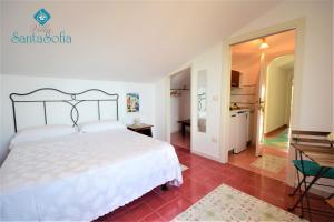 A bed or beds in a room at Villa Santa Sofia