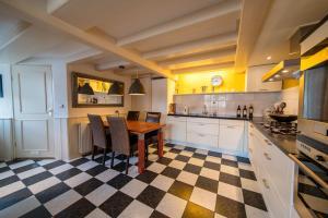 A kitchen or kitchenette at Het Torenhuis Medemblik
