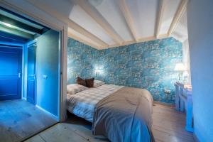 A bed or beds in a room at Het Torenhuis Medemblik