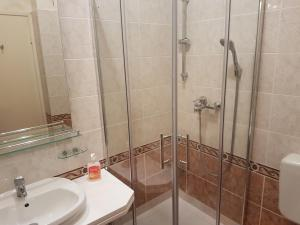 A bathroom at Apartments Villa Rossella 2