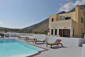 The swimming pool at or near Sunny Days Villa