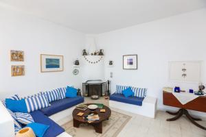 Χώρος καθιστικού στο Sea View Villa in Achladies