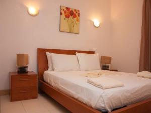 A bed or beds in a room at 2 Bedroom Apartment - Vila Verde Resort