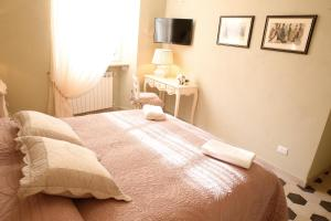 A bed or beds in a room at Luxury Apartment Residence la Fontana