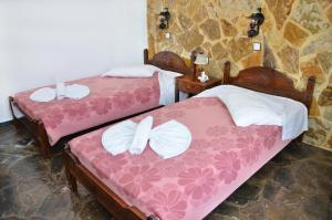 A bed or beds in a room at Konaki Apartments