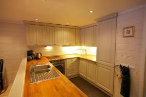 A kitchen or kitchenette at Apartment Knausen 8