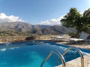 The swimming pool at or close to Arodamos Guesthouse