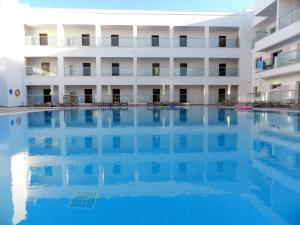 The swimming pool at or close to Evabelle Napa Hotel Apartments
