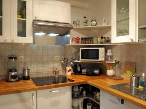 A kitchen or kitchenette at Apartment Tinkara