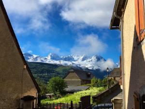 Vue générale sur la montagne ou vue sur la montagne depuis la maison de vacances