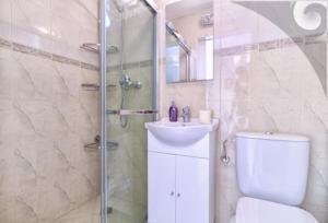 A bathroom at Tea2 Apartment