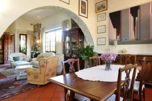 A restaurant or other place to eat at Villa Vittoria