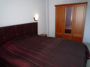 Кровать или кровати в номере Apartment on Genuezskiy proyezd 7