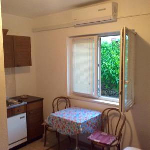 Katil atau katil-katil dalam bilik di Apartments Tucepi Beach