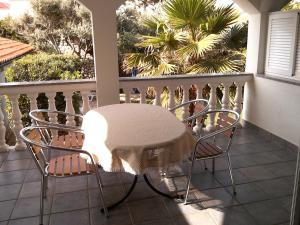 A balcony or terrace at Ferienwohnung-Apartment (Bootsliegeplatz)