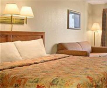 Days Inn Apple Valley Pigeon Forge Sevierville  Pigeon Forge   hotel  Photo  Days Inn Apple Valley  Pigeon Forge  TN   Booking com. 2 Bedroom Suite Hotels In Pigeon Forge Tn. Home Design Ideas