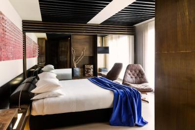 straf a member of design hotels milan italy. Black Bedroom Furniture Sets. Home Design Ideas