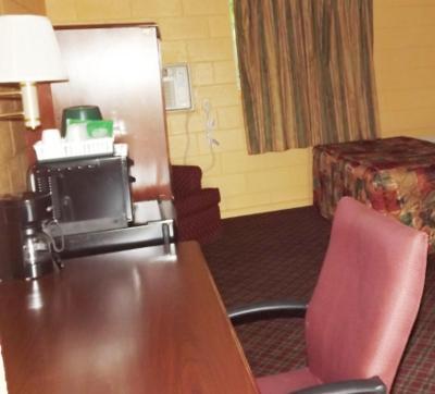 Deluxe Inn Kenly Hotel Photo