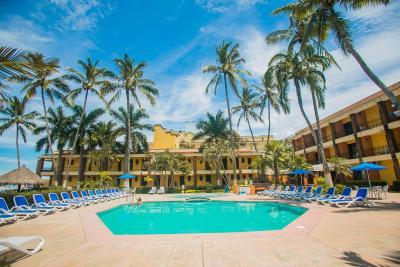 Hotel estancia san carlos rincon de guayabitos mexico for Bungalows villas del coral los ayala