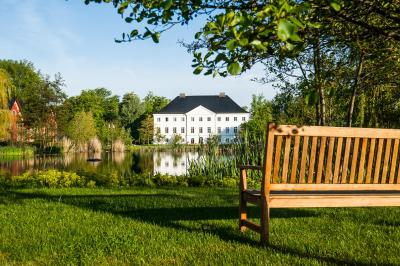 hotel schlossgut schwansee deutschland gro schwansee. Black Bedroom Furniture Sets. Home Design Ideas