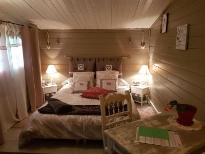 b b chambres d 39 h tes le passe tant france artigues. Black Bedroom Furniture Sets. Home Design Ideas