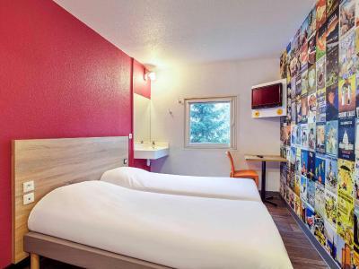 hotelf1 villeneuve loubet villeneuve loubet tarifs 2019. Black Bedroom Furniture Sets. Home Design Ideas