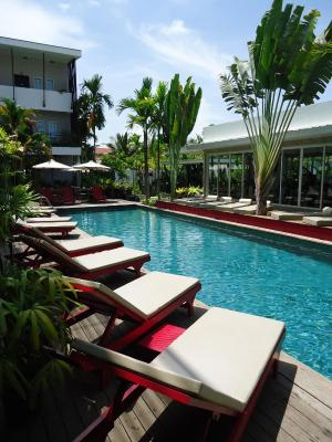 Men 39 s resort spa gay hotel siem reap cambodia for Gay in singapore swimming pools