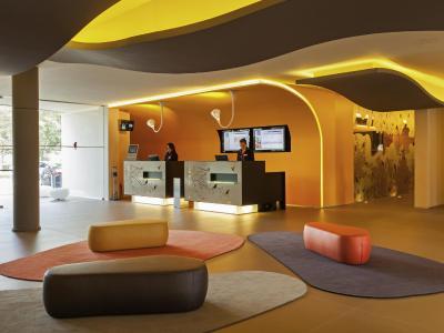 novotel setubal set bal portugal. Black Bedroom Furniture Sets. Home Design Ideas