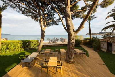 maison d 39 h tes chateau de sable france cavalaire sur mer. Black Bedroom Furniture Sets. Home Design Ideas