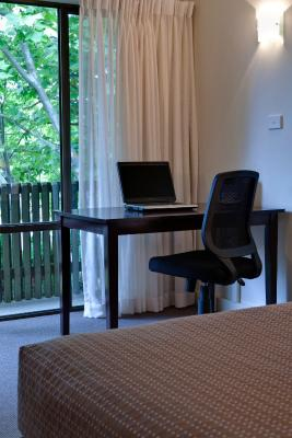 hotel tall trees canberra australia. Black Bedroom Furniture Sets. Home Design Ideas