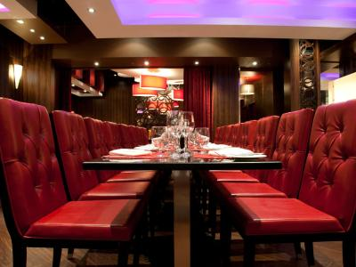 Fantasyland hotel edmonton canada for Best private dining rooms edmonton