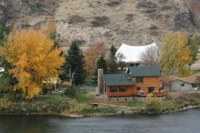 river 39 s bend lodge cascade mt. Black Bedroom Furniture Sets. Home Design Ideas