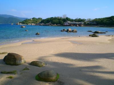 Whale Island Resort Dam Mon