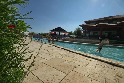 Maison d 39 h tes laguna albastra roumanie murighiol - Laguna piscine allemagne ...