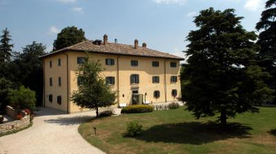 Country house palazzo loup loiano italy for Hotel charme bologna