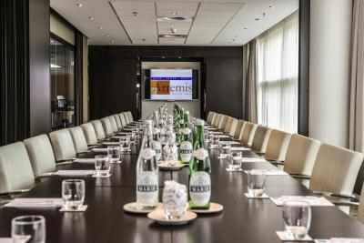 Dutch design hotel artemis amsterdam including reviews for Design hotel artemis