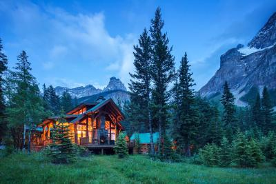 cathedral mountain lodge field including photos. Black Bedroom Furniture Sets. Home Design Ideas
