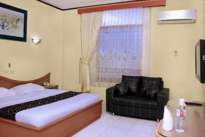 Hotel permata hijau sukabumi sukabumi for Balcony hotel sukabumi