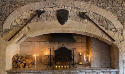 Medieval Castle Bathrooms Country house Thornbur...