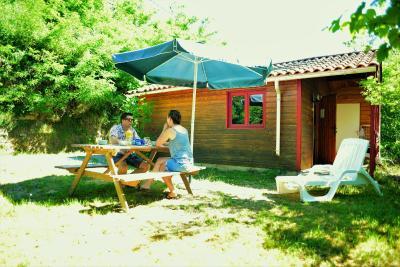 Camping coeur d 39 ard che france saint vincent de durfort for Camping montelimar piscine