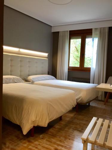 Hotel Rural Peñalabra tesisinde bir odada yatak veya yataklar